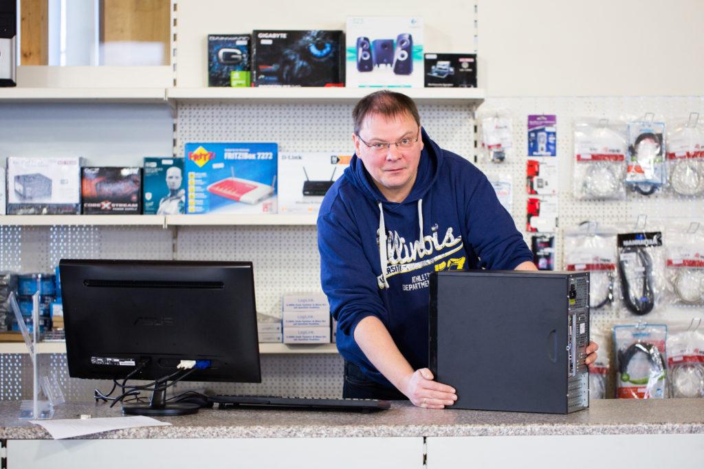 Markus Mewes von PC Experte Helmstedt kümmert sich um EDV, Hardware und Software in Helmstedt, Schöningen und Umgebung.