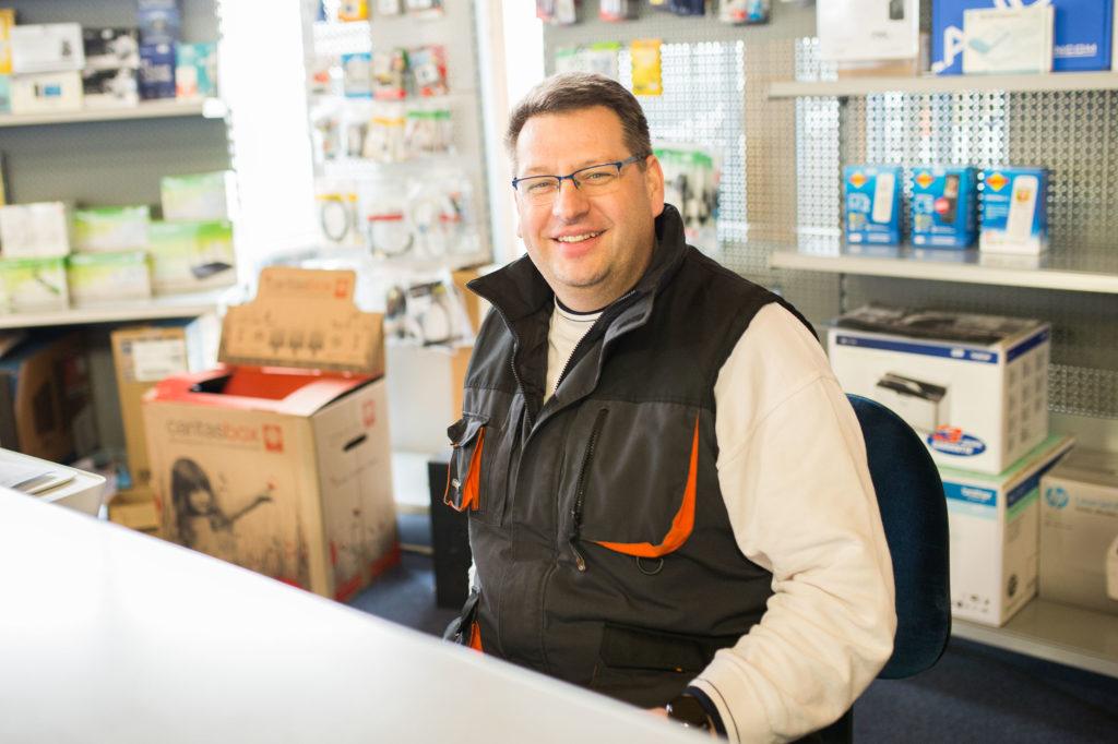 Jens Koppitz von PC Experte Helmstedt kümmert sich um EDV, Hardware und Software in Helmstedt, Schöningen und Umgebung.